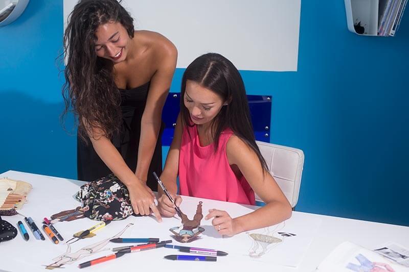 stilista-moda-bozzetti-corso-fashion-designer