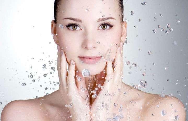 Come eseguire la pulizia viso giornaliera