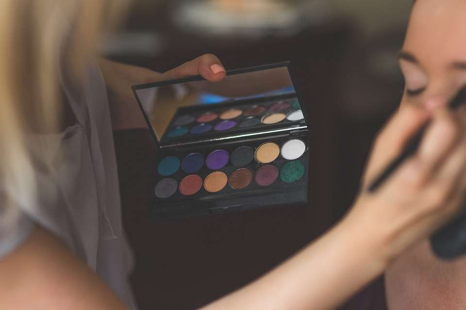 makeup-791303_960_720