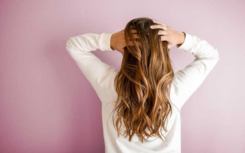 colorare i capelli con l'hennè benefici