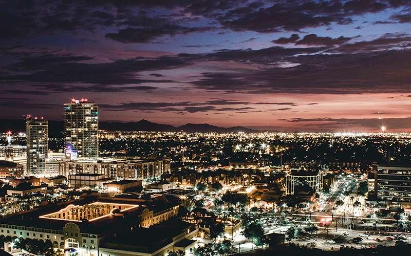Fotografare di notte la città dall'alto
