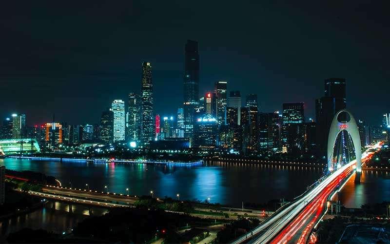 Fotografare scie di luce in città
