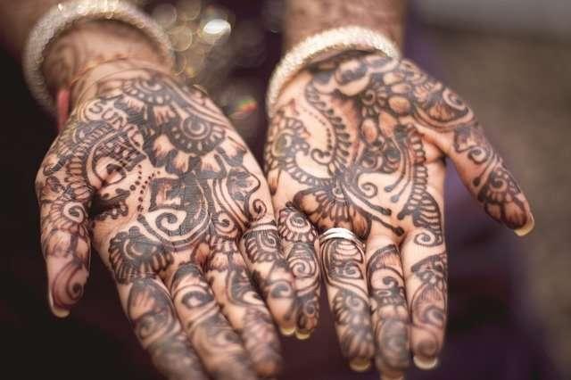 Tatuaggi sulle mani