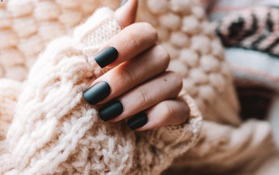 olio di ricino sulle unghie