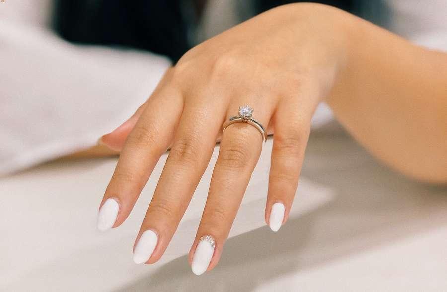come applicare le unghie finte