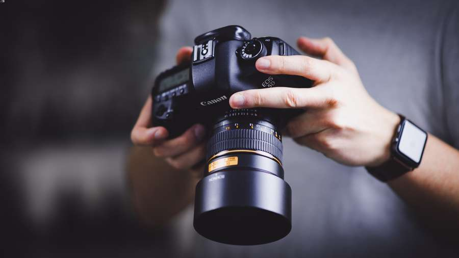 Lavora insieme a un professionista della fotografia