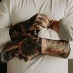 Significato del tatuaggio dedicato alla famiglia, con bambini e genitori