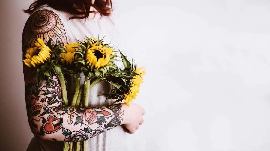 Qual è il significato del tatuaggio con i girasoli?