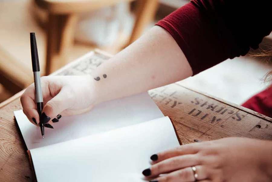 Significato del tatuaggio punto e virgola